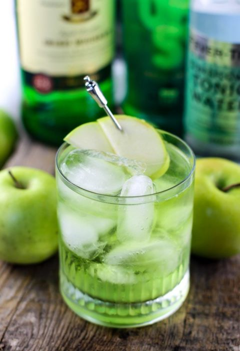 17 St Patrick's Day Cocktails - Irish Sour Apple Cocktail
