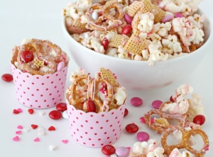 8 Easy No-Bake Valentine's Day Treats - Valentine's Snack Mix